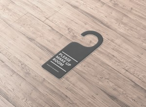 07_door_hanger_side